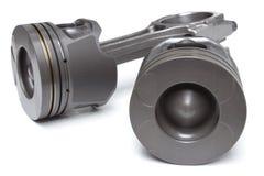 Un insieme dei pistoni e dei coni retinici per il motore di automobile su un fondo bianco Immagini Stock