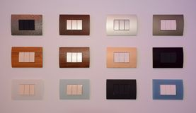 Un insieme del primo piano moderno variopinto di stile di tre interruttori a chiave per progettazione fotografia stock libera da diritti