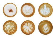 Un insieme della vista superiore 6 del isolat caldo di arte della schiuma del cappuccino del latte del caffè Fotografia Stock