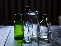 Un insieme delle bottiglie vuote di vetro Fotografie Stock Libere da Diritti