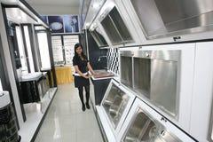 Un insieme delle icone degli apparecchi di cucina per il vostro disegno Fotografia Stock