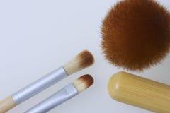 Un insieme delle spazzole del bambù per l'applicazione del trucco Fotografia Stock