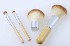 Un insieme delle spazzole del bambù per l'applicazione del trucco Fotografia Stock Libera da Diritti