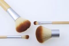 Un insieme delle spazzole del bambù per l'applicazione del trucco Fotografie Stock
