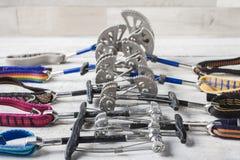 Un insieme di attrezzatura rampicante per la scalata delle rocce Immagine Stock Libera da Diritti