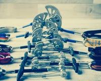 Un insieme di attrezzatura rampicante per la scalata delle rocce Fotografia Stock Libera da Diritti
