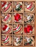 Un insieme di 12 bagattelle di lusso di vetro del Winterberry Immagine Stock