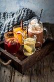 Un insieme di 4 bevande di autunno Fotografia Stock