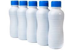 Un insieme di cinque bottiglie di plastica per i bio- prodotti Fotografia Stock Libera da Diritti