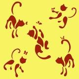 Un insieme di cinque gatti rossi con la farfalla illustrazione vettoriale