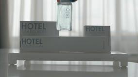 Un insieme di igiene dell'hotel di cinque oggetti archivi video