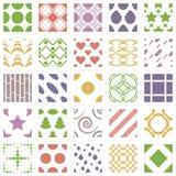 Un insieme di 25 modelli senza cuciture geometrici con i quadrati, i cerchi, i cuori e le stelle Collezioni geometriche degli orn illustrazione di stock