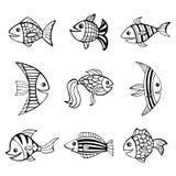 Un insieme di nove ha isolato i pesci neri disegnati a mano dei profili su fondo bianco Immagini Stock Libere da Diritti