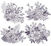 Un insieme di quattro bei mazzi di fantasia con i fiori disegnati a mano, piante, rami illustrazione di stock