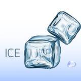 Un insieme di quattro cubetti di ghiaccio trasparenti nei colori blu Immagine Stock Libera da Diritti