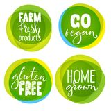 Un insieme di quattro etichette sane dell'alimento con iscrizione Fotografia Stock