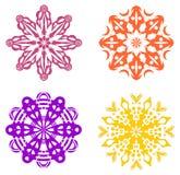 Un insieme di quattro ornamenti geometrici illustrazione vettoriale