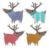 Un insieme di quattro renne sveglie nel divertirsi tricottato Immagine Stock