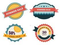 Un insieme di quattro retro etichette per la vendita di estate Immagine Stock