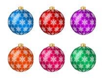 Un insieme di sei palle multicolori di Natale con la decorazione del fiocco di neve Fotografia Stock