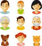 Un insieme di sette icone degli avatar dei membri della famiglia nello stile piano Immagine Stock
