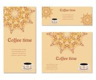 Un insieme di tre carte con le tazze Immagine Stock
