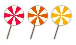Un insieme di tre lecca-lecca, varianti a tre colori da scegliere Immagine Stock