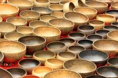 Un instrument de musique népalais plus ancien sur le marché photos stock