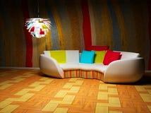 Un interiore moderno con un sofà e una lampada Fotografia Stock