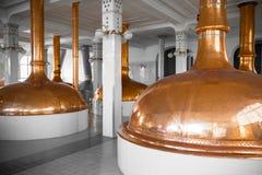 Un interno di costruzione della fabbrica di birra Immagine Stock Libera da Diritti