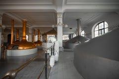 Un interno di costruzione della fabbrica di birra Immagini Stock Libere da Diritti