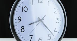 Un intervallo di periodo ridotto di un fronte di orologio archivi video