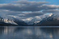 Un invierno en Parque Nacional Glacier Imagenes de archivo