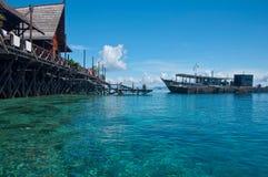 Un'isola artificiale di Kapalai del passaggio pedonale Fotografie Stock Libere da Diritti
