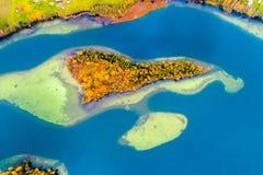 Un'isola dell'antenna del lago Fotografie Stock Libere da Diritti