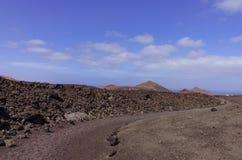 Un itinéraire de trekking avec les collines volcaniques Images libres de droits