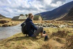 Un itinerario indietro dal supporto entusiasta Montagne di Cairngorm, Aberdeenshire, Scozia immagini stock