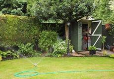 Un jardín posterior inglés Imágenes de archivo libres de regalías