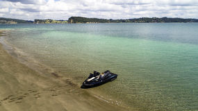 Un jetski su una spiaggia fotografia stock