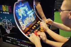 Un jeu électronique jouant Images libres de droits
