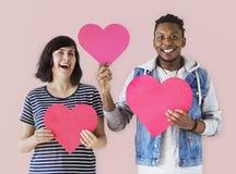 Un jeune ajouter aux icônes de coeur Image libre de droits