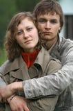 Un jeune couple photos stock