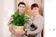 Un jeune couple avec du charme photo libre de droits