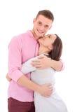 Un jeune couple se tenant ensemble et étreignant Photo stock