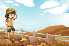 Un jeune explorateur féminin seul marchant illustration libre de droits