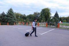 Un jeune Guy Arab Businessman Entrepreneur Tourist beau Tra Image stock