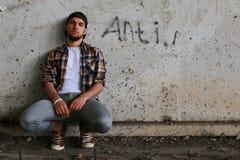 Un jeune homme avec un barbu photographie stock libre de droits