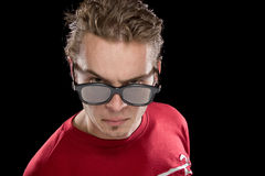 Un jeune homme avec des verres de film Photographie stock libre de droits