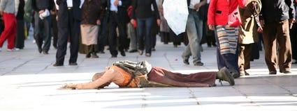 un jeune homme tibétain sur un pélerinage Images stock