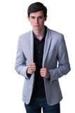 Un jeune modèle mâle sont photographiés dans le studio photo libre de droits